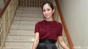 Bunga Zainal Kurangi Syuting Demi Urus Anak