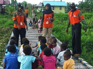 Sejumlah Daerah di Papua Kesulitan Air Bersih, Warga Mandi di Rawa