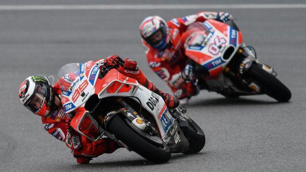 Jorge Lorenzo dan Andrea Dovizioso sama-sama pernah mengecap status juara dunia.