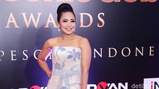 Feni Rose Anggun di Usia 44 Tahun