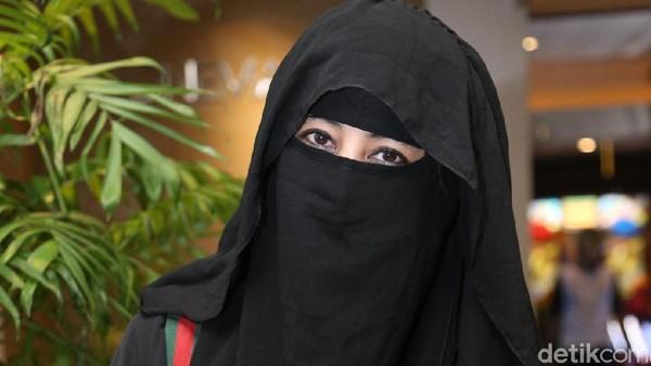 Pedagang di Mekkah Punya Kaus Gambar Prabowo, Ummi Pipik: Masyaallah