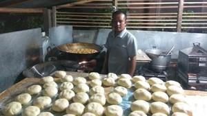 Jamal, Pengusaha Kue Basah yang Raup Puluhan Juta Rupiah Per Bulan