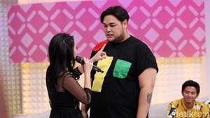 Baju Kuning Ivan Gunawan