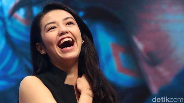 Senyum Velove Vexia Mengalihkan Dunia