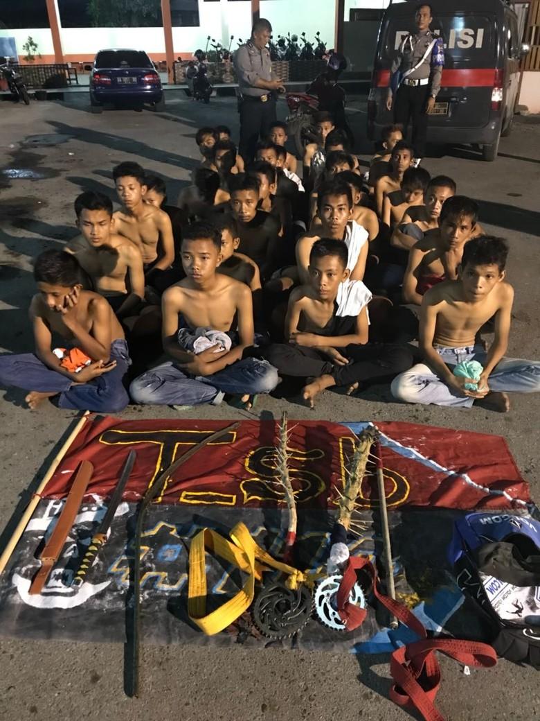 Remaja Bersenjata Tajam di Solok Diamankan Saat akan Tawuran