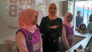 Lagi di Jakarta, Laudya Cynthia Bella Asyik Jualan Kue
