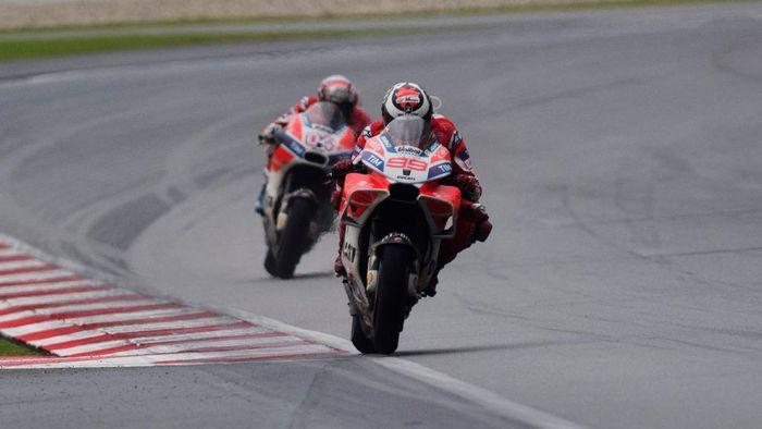 Andrea Dovizioso dan Jorge Lorenzo (Foto: Mirco Lazzari gp/Getty Images)