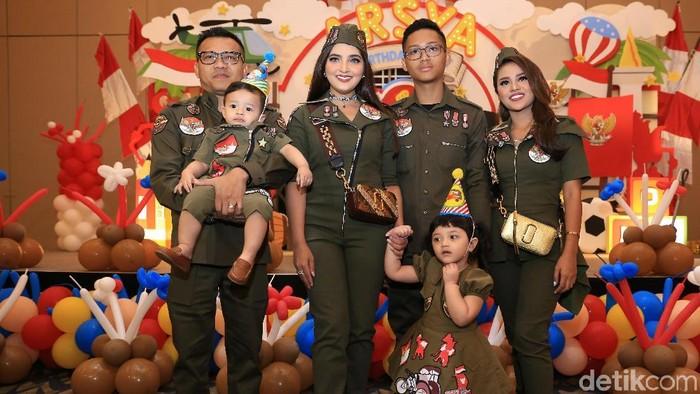 Keluarga Anang Hermansyah saat merayakan ulang tahun Arsya di Sheraton Hotel.