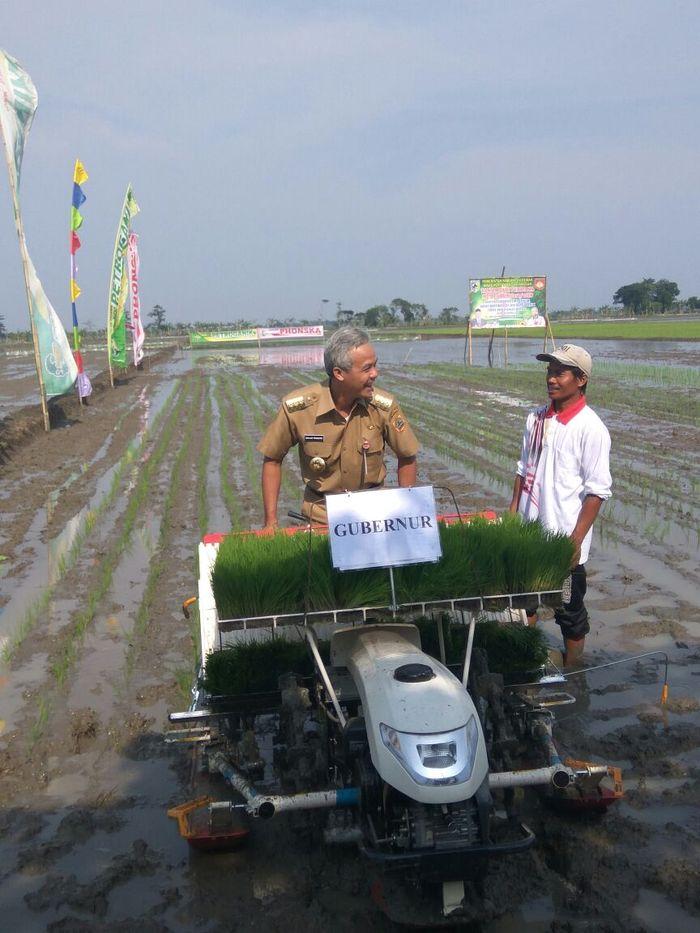 Foto: Gubernur Jateng Ganjar Pranowo menggencarkan modernisasi pertanian