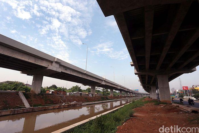 Jika tak ada halangan, Presiden Joko Widodo (Jokowi) sendiri yang akan meresmikan kedua seksi jalan tol Becakayu tersebut. Rengga Sancaya/detikcom.