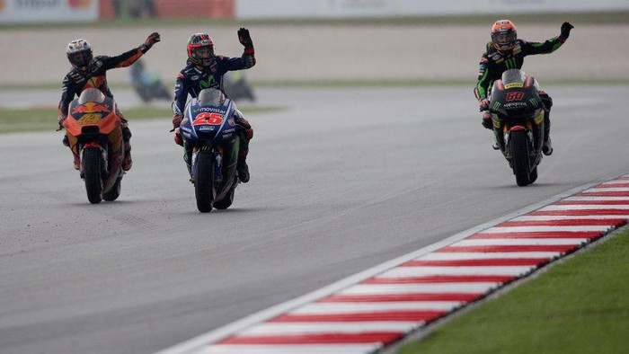 KUALA LUMPUR, MALAYSIA - OCTOBER 29:  (L-R) Pol Espargaro of Spain and Red Bull KTM Factory Racing,  Maverick Vinales of Spain and  Movistar Yamaha MotoGP and Michael Van Der Mark of Netherlands and Monster Yamaha Tech 3 greets the fans at the end of the MotoGP race during the MotoGP Of Malaysia - Race at Sepang Circuit on October 29, 2017 in Kuala Lumpur, Malaysia.  (Photo by Mirco Lazzari gp/Getty Images)