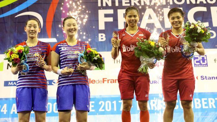 Greysia Polii/Apriyani di podium juara (Tim Humas Dan Media PP PBSI)