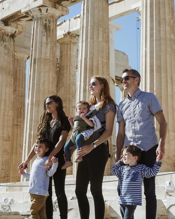Keluarga ini menjual rumahnya, lalu pergi traveling keliling dunia dengan 3 anak kecil. Seru! (Instagram/FiveTakeFlight)