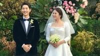 Wajah keduanya tampak bahagia usai prosesi tersebut. (Dok. Instagram/4ever_kikyo)