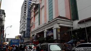 Pasar Baru Bandung Sepi Pembeli, Omzet Pedagang Turun Drastis