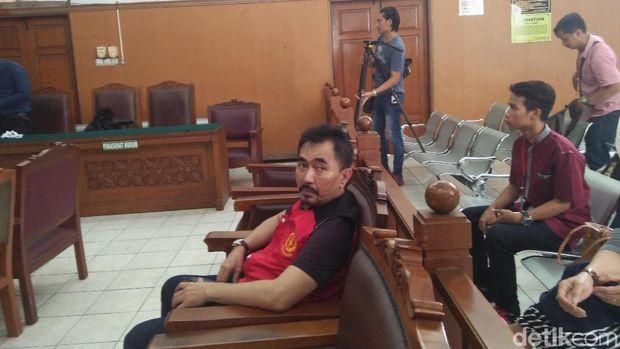 Aa Gatot di PN Jaksel, Selasa (31/10/2017)