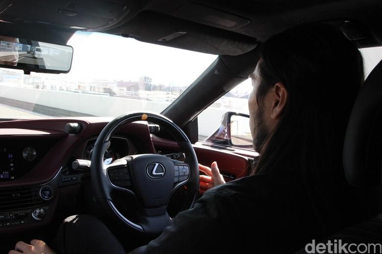 Ilustrasi Fitur Semi Otonom di Lexus LS 500h. Foto: Rangga Rahadiansyah
