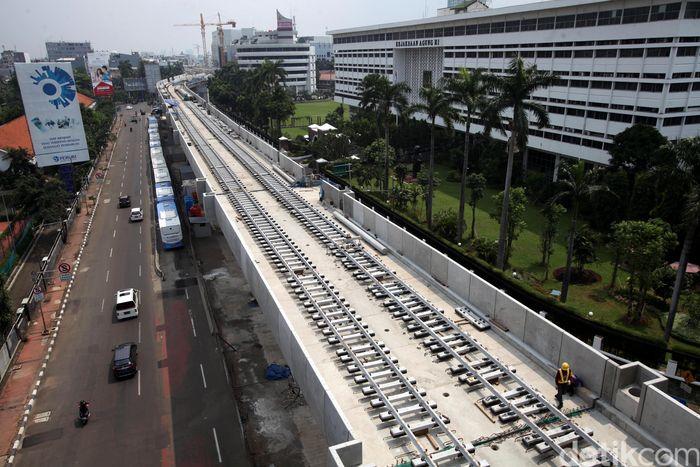 Rel MRT telah terpasang sampai Blok M.