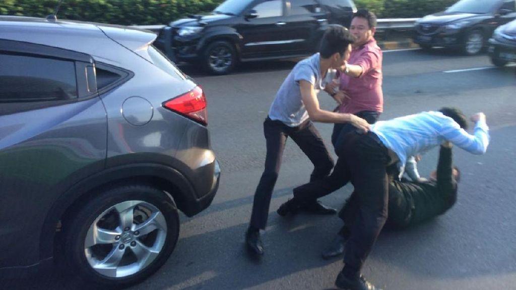 Polisi Telusuri Insiden Adu Jotos karena Saling Salip di Tol
