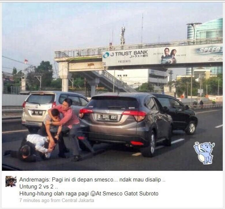 Pengendara mobil berkelahi di Tol dalam kota Foto: Dok. Istimewa (Andremagis)