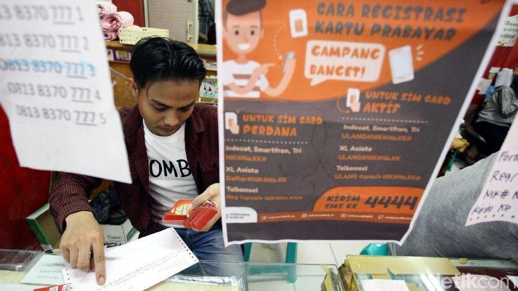 Penjual SIM Card Pajang Cara Registrasi Kartu Prabayar