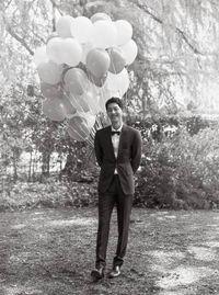 Song Joong Ki gagah dengan setelan jas.