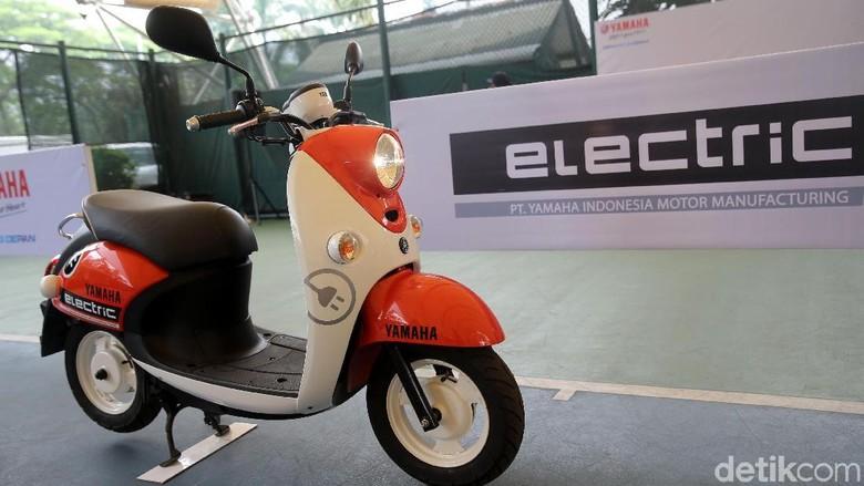 Motor listrik Yamaha E-Fino Foto: Agung Pambudhy