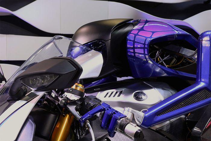 Motobot sudah dikembangkan Yamaha sejak beberapa tahun lalu. Versi pertama prototype robot penunggang motor ini dirilis pada 2015. (Yamaha-motor.com)