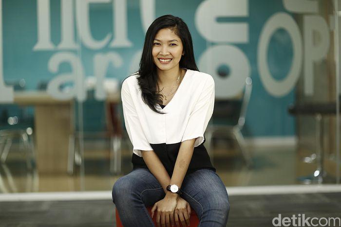 Genap sepuluh bulan Linda meninggalkan pelatnas Cipayung. Posturnya tak menjadi gempal seperti kebanyakan atlet-atlet yang sudah pensiun.
