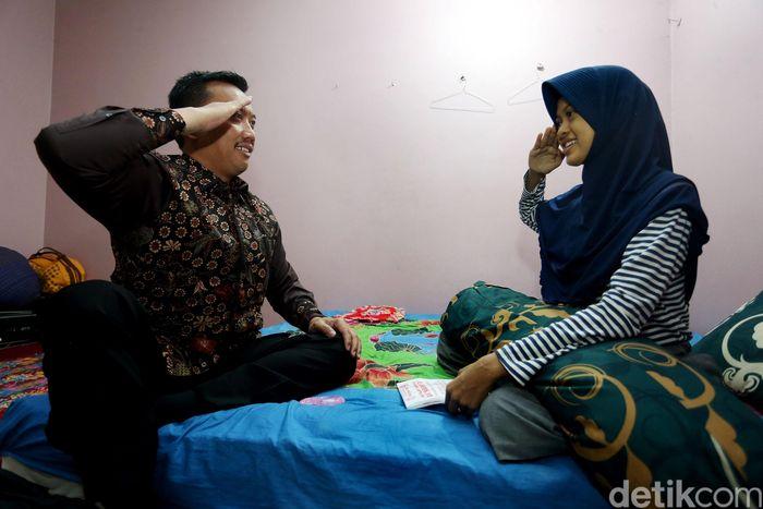 Imam Nahrawi dan Natasya Meliza saling memberikan hormat.