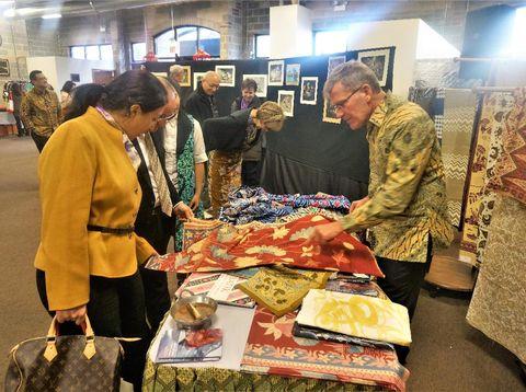 Batik Mega Mendung Jadi Favorit Masyarakat Chicago