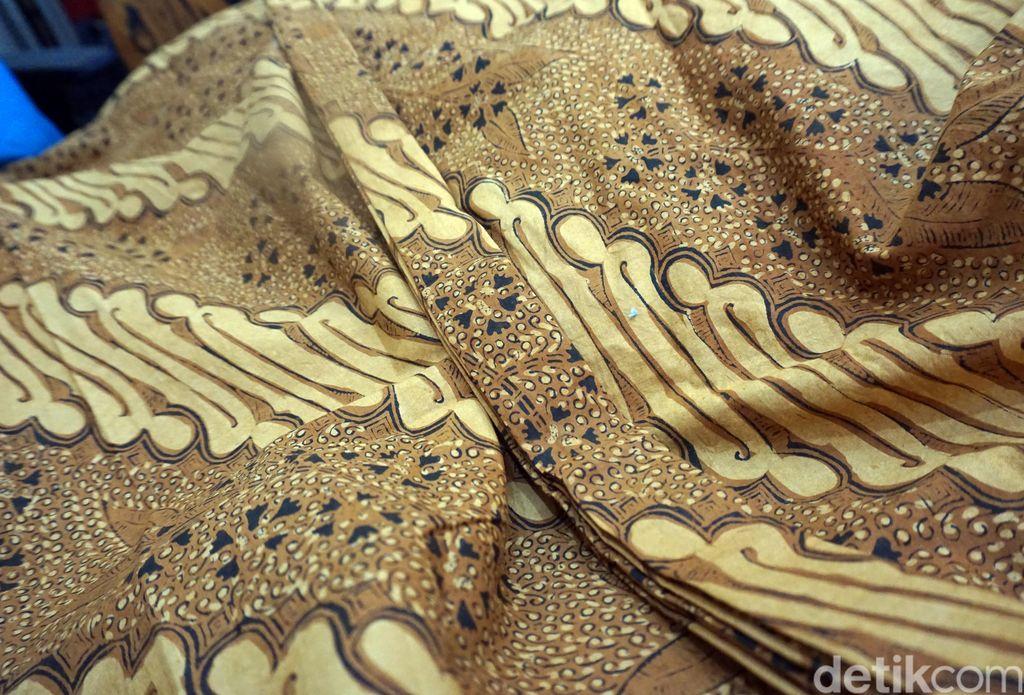 Batik untuk Keluarga Jokowi pernikahan Kahiyang Ayu di Solo
