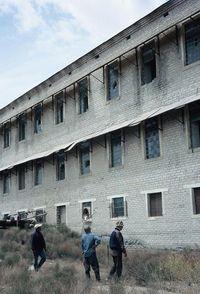 Sisa-sisa bangunan di Pulau Vozrozhdeniya