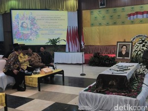Habibie dan Menteri PPPA ke DPP Golkar Lepas Jenazah Sri Redjeki