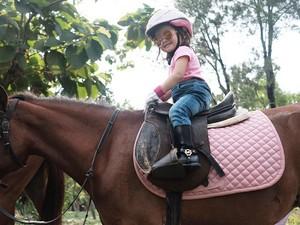 Gaya Menggemaskan Putri Ruben Onsu Saat Berkuda