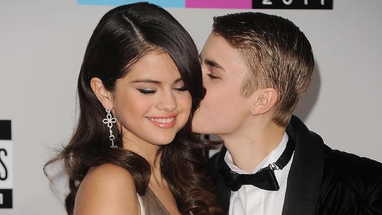 Justin Bieber dan Selena Gomez akan Menikah Diam-diam?