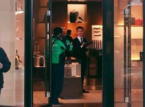Netizen Heboh Driver Go-Jek Mampir ke Louis Vuitton