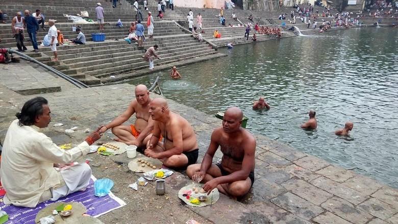 Tradisi Pitru Paksha di India (Dok. dna_india/Instagram)