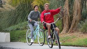 Officially! Justin Bieber dan Selena Gomes Pacaran Lagi