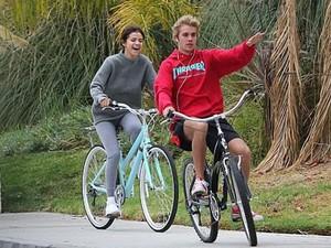 Beda dengan Justin Bieber, Selena Gomez <i>Happy</i> Pasca Putus