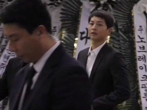 Melayat Kim Joo Hyuk Usai Menikah, Song Joong Ki Dipuji