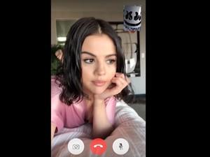 Hasil FaceTime Selena Gomez Jadi Video Musik Wolves
