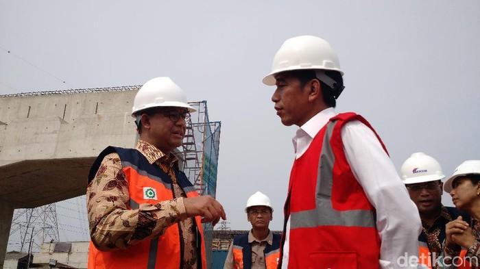 Jokowi dan Anies di Tol Becakayu