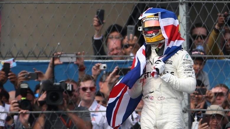 Hamilton Didukung untuk Kejar Rekor Schumacher