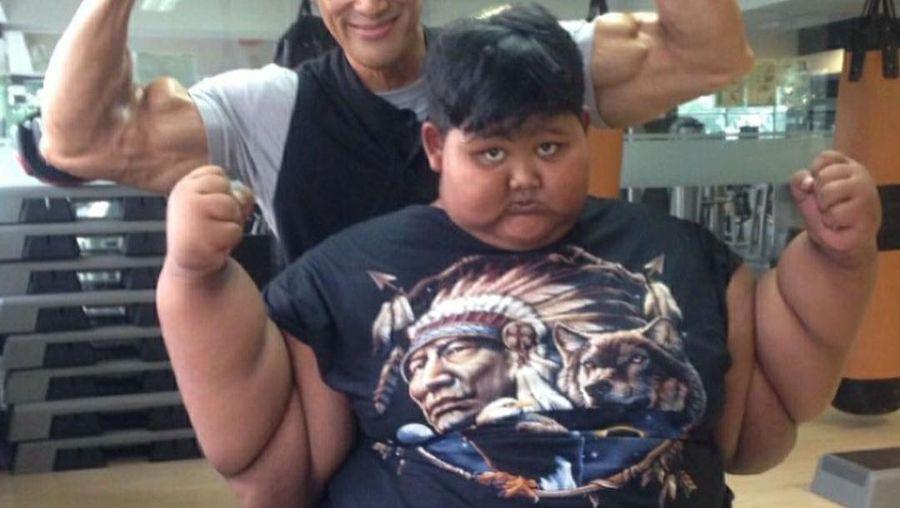 Binaragawan Ade Rai dan bocah obesitas Arya Permana.