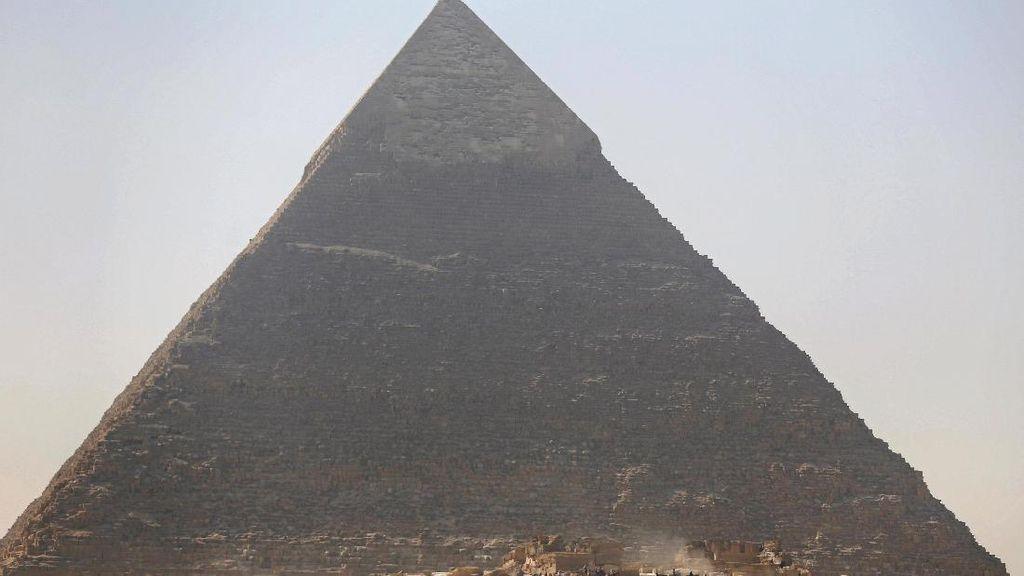 Mesir Tangkap 2 Orang Terkait Video Bugil di Puncak Piramida Giza