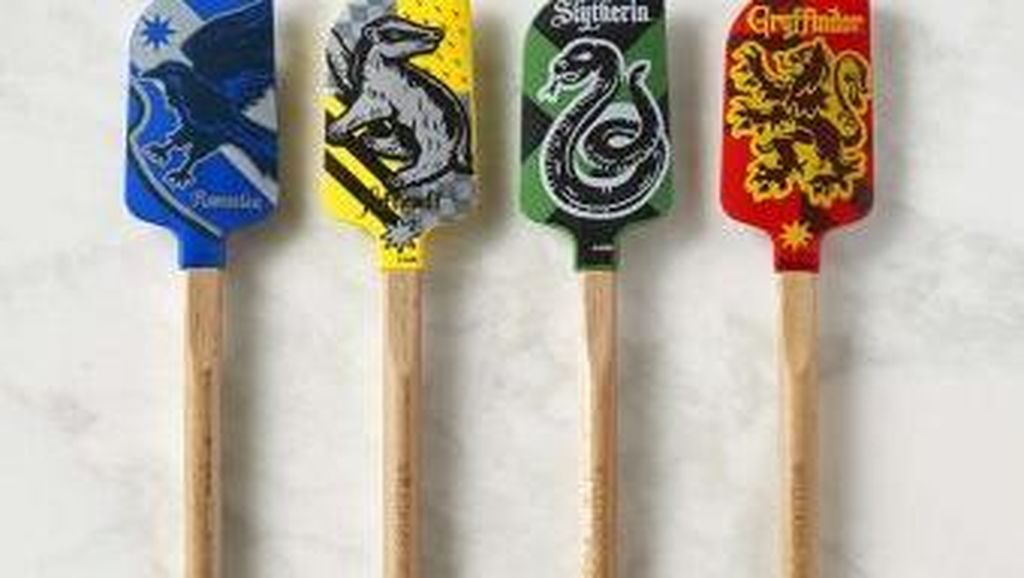 Unik! Spatula dan Celemek Bertema Harry Potter Bikin Masak Makin Asyik