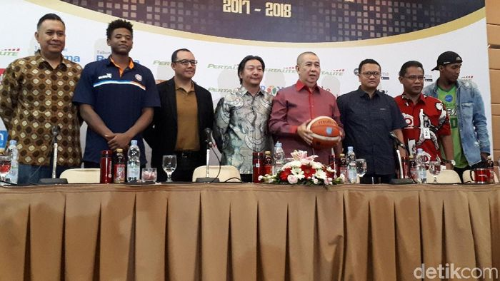 Pemain asing IBL 2017/2018 diperkenalkan. (Mercy Raya/detikSport)