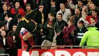 25 Tahun Tendangan Kung-fu Eric Cantona ke Arah Fan