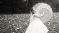 Hiks! Alasan Pilu Gadis 5 Tahun Lakukan Wedding Photoshoot